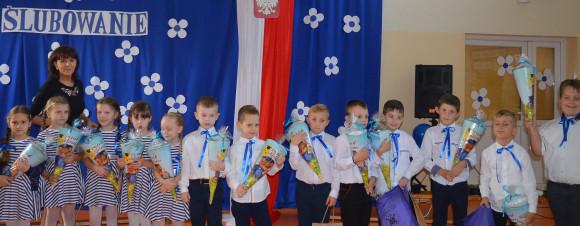 Pierwszoklasiści ze Szkoły Podstawowej im. błogosławionego  ks. Jana Nepomucena Chrzana w Gostyczynie są już pełnoprawnymi uczniami…